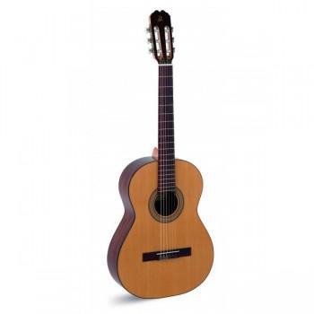 Admira Juanita Guitarra española